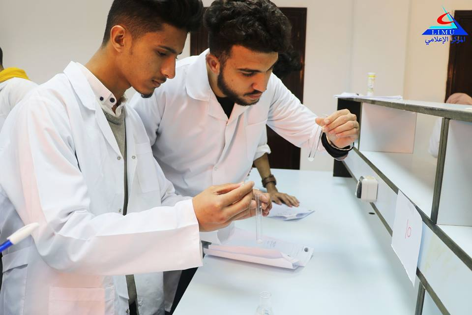 First year BMS students in the Biochemistry Laboratory